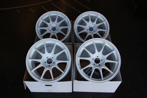 TC105N -17x9 +35 5x100 (CIRCUIT WHITE SPECIAL COLOR EDITION)
